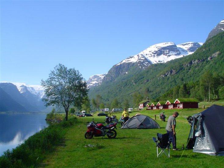 camp ved fjord